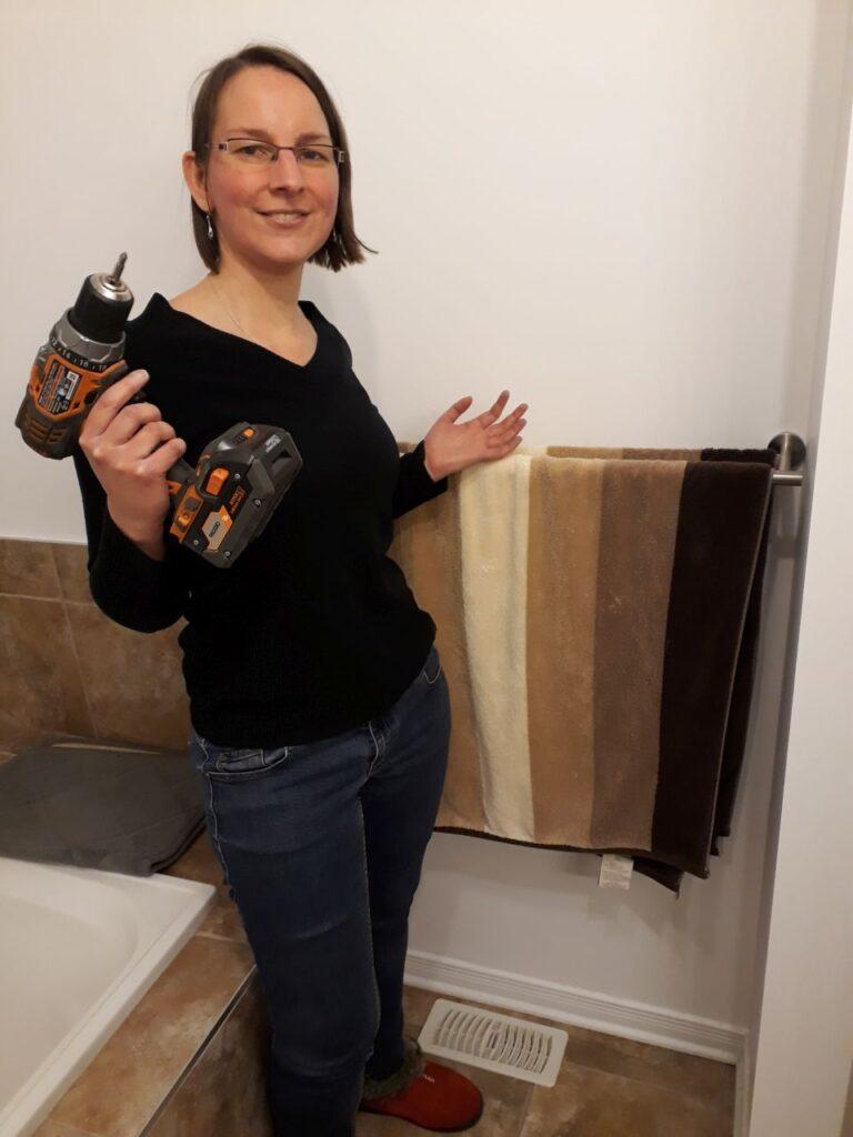 Einleben und arbeiten in der neuen Heimat Rockland, Ontario. Claudia beim Heimwerken. Foto CF
