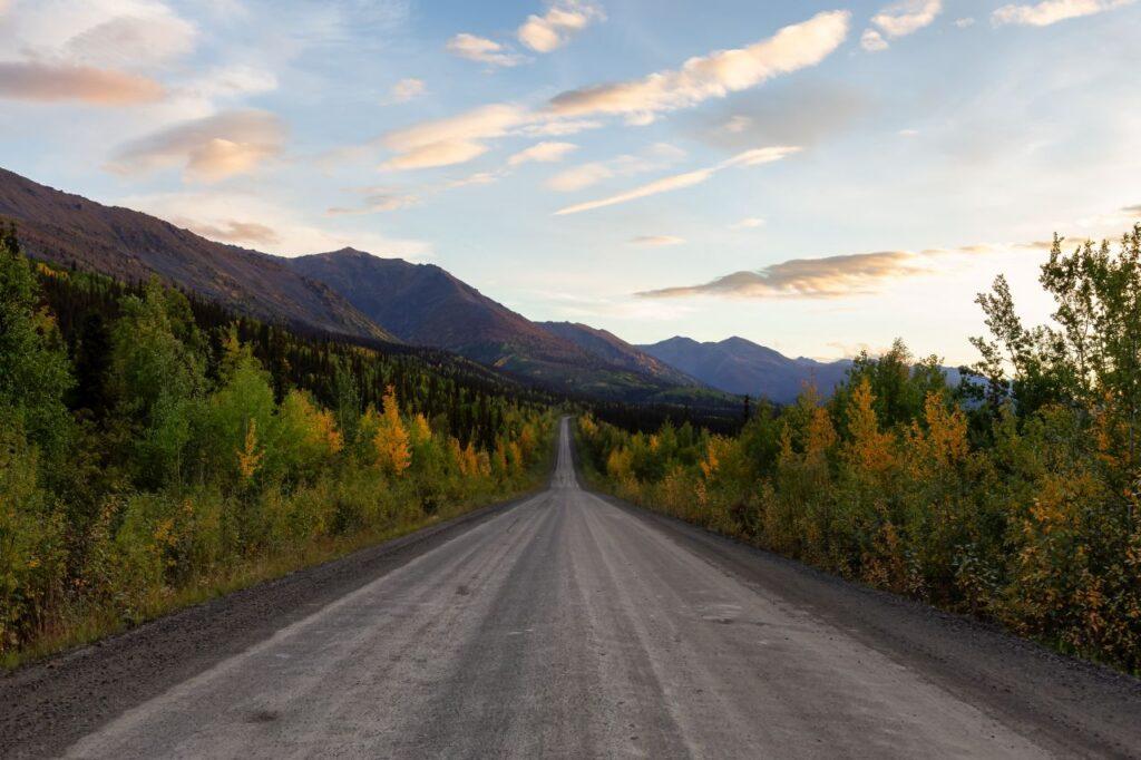 Eine Fahrt auf dem Dempster Highway, ein besonderer Roadtrip durch die wunderschöne Natur des Yukon. Foto edb3_16 / Deposit