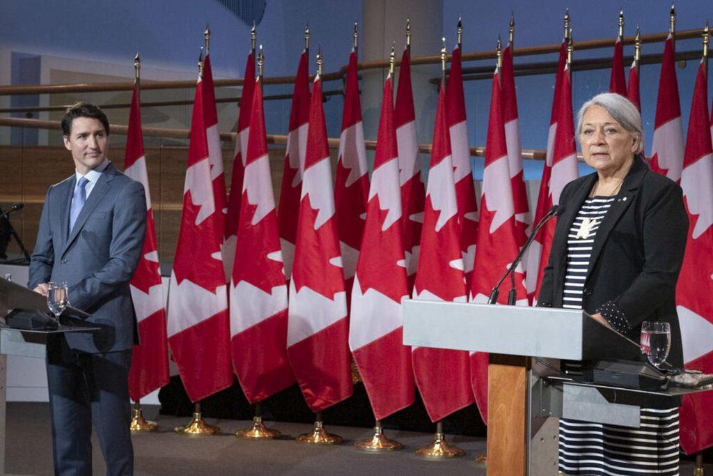 """""""Lassen Sie mich beginnen, indem ich auf das nachdrücklichste zum Ausdruck bringe, dass ich mich geehrt, gedemütigt und bereit fühle, Kanadas erster indigener Generalgouverneur zu sein. (…) Ich kann mit Zuversicht sagen, dass meine Ernennung ein historischer und inspirierender Moment für Kanada ist und ein wichtiger Schritt vorwärts auf dem langen Weg zur Versöhnung"""" – Die designierte Generalgouverneurin Mary Simon. Foto Sgt Johanie Maheu, Rideau Hall © OSGG, 2021"""