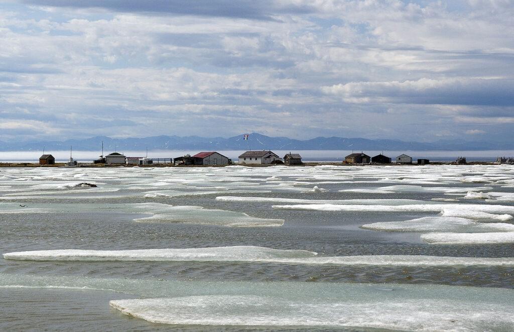 Die ehemalige Walfängersiedlung Pauline Cove auf Herschel Island. Foto Maedward / CC BY-SA 3.0