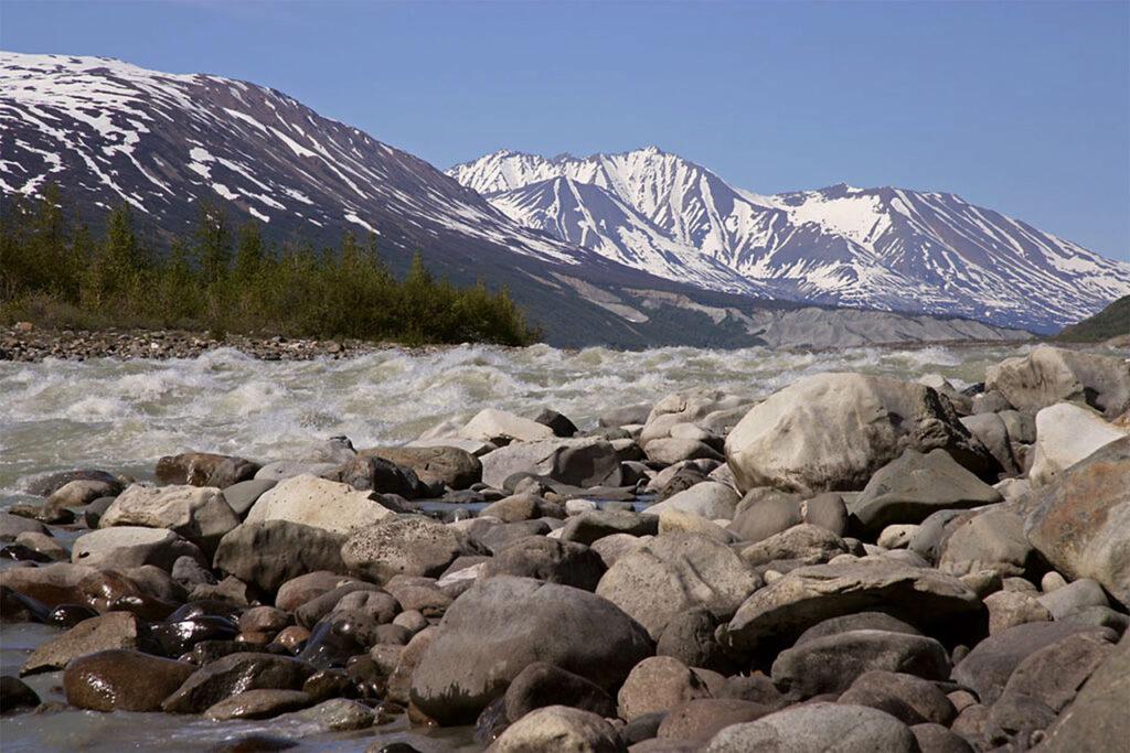Der wilde Alsek River in seiner ganzen Schönheit. Ein wahrhafter Heritage River des Yukon. Foto AWWE83 / CC BY-SA 4.0